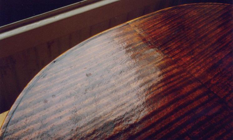 Guarneri Filius Andrea 1689, cello varnish